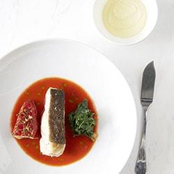 Cabillaut rôti, piquillos farcis d'une brandade, jus de tomate à l'aïoli - Restaurant les Remparts