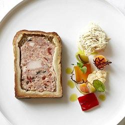 Pâté en croûte de lapin à la niçoise, rémoulade de céleri - Restaurant les Remparts