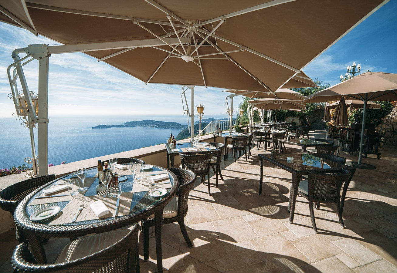 Restaurant les remparts at the chateau de la ch vre d 39 or for Cafe du jardin eze